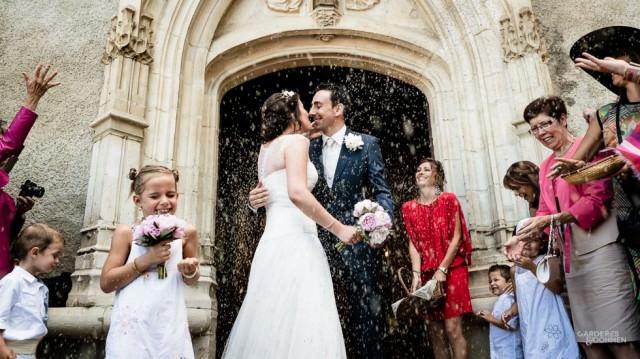 Mariage à Gan, sortie d'église des mariés, lavande