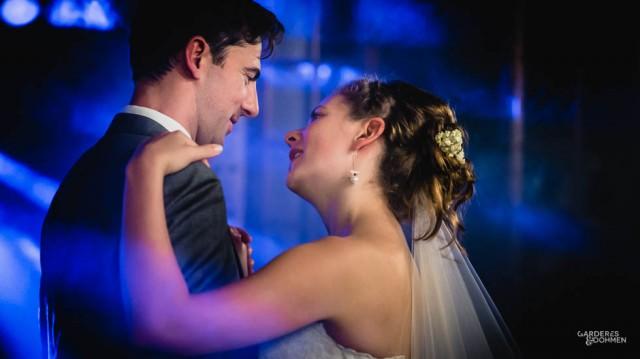 première dans des mariés