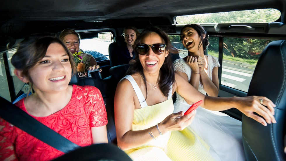 ma mariée et ses témoins dans la voiture