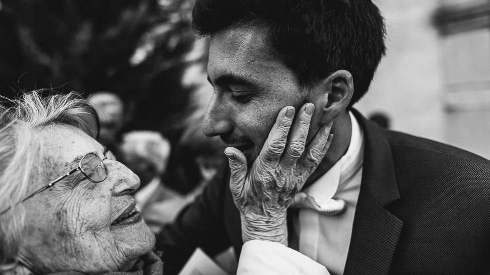 le marié et sa grand-mère