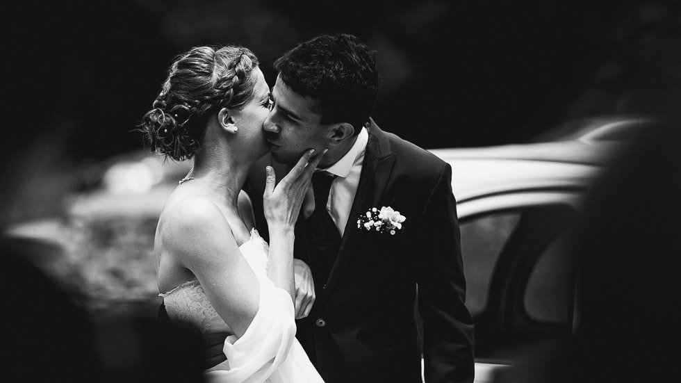 découverte et baiser des mariés