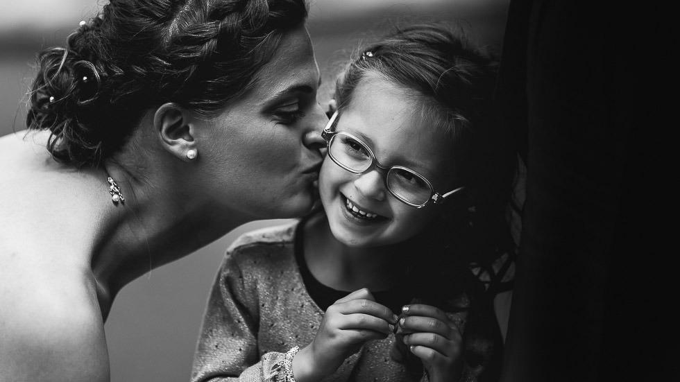 baiser à une enfant