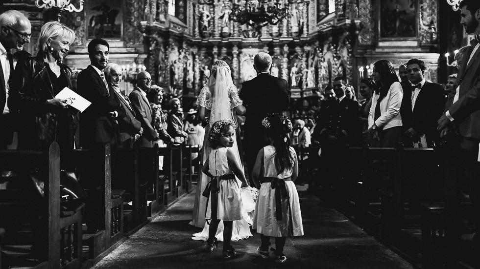 entrée de la mariée et des demoiselles d'honneur
