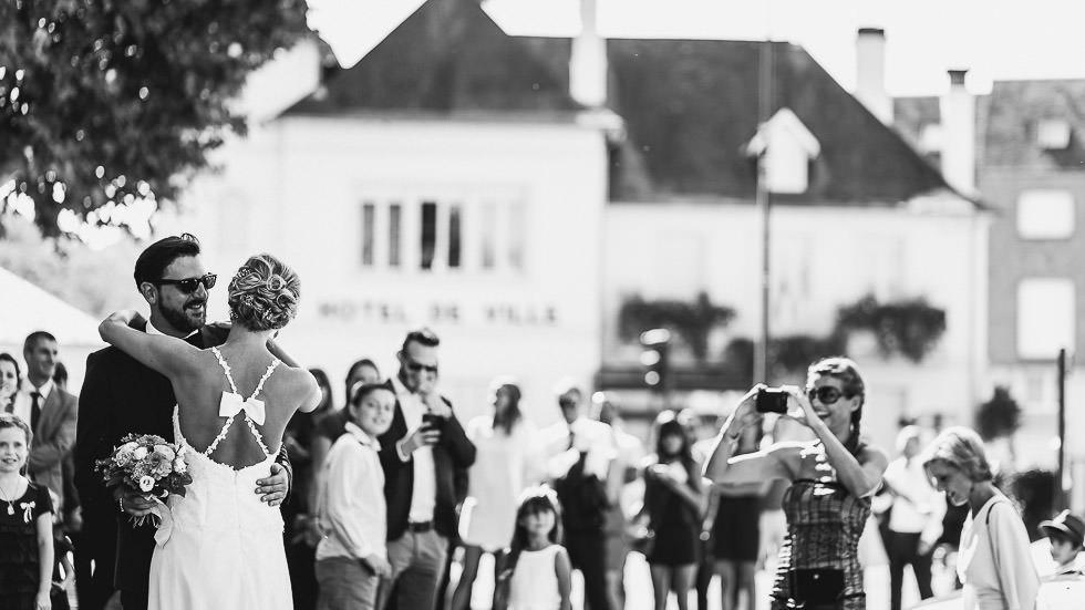 découverte des mariés à la mairie