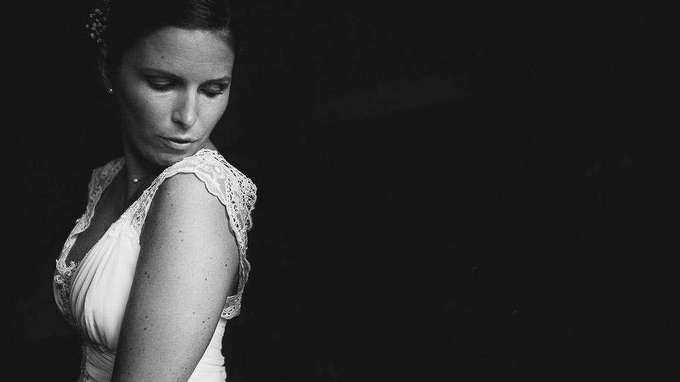 la mariée sort de l'ombre