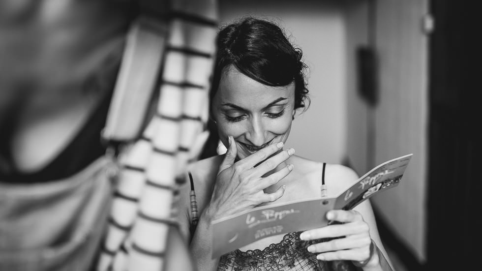 la mariée reçoit une carte
