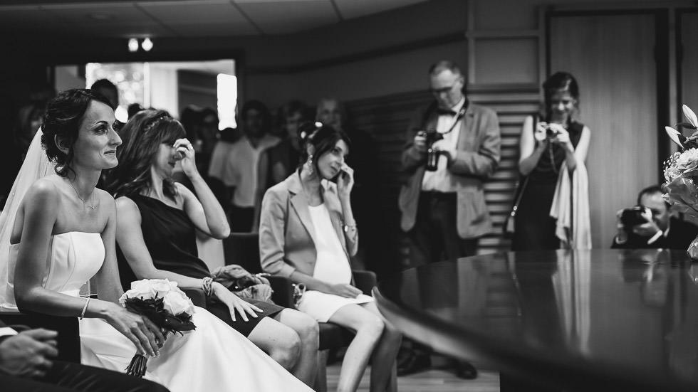 les témoins de la mariée émues