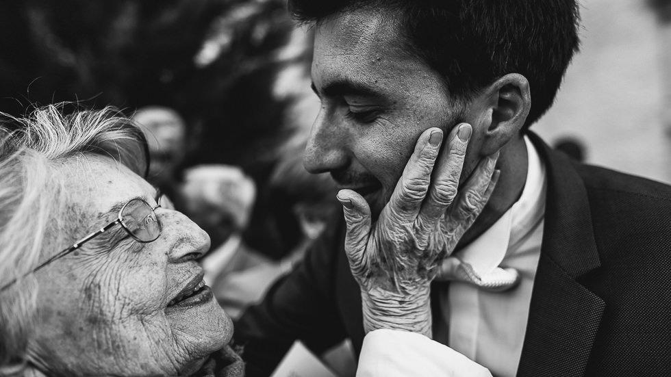 émotions avec la grand mère du marié