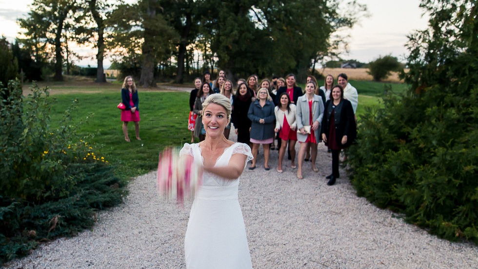 lancée du bouquet de la mariée au château de Boast